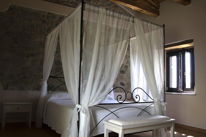 Stanza matrimoniale, agriturismo bio-ecologico 'a lanterna, Monasterace, Calabria